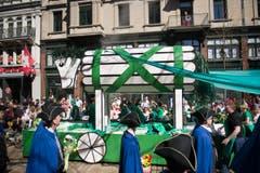 Das trojanische Pferd wird durch die Stadt gezogen. (Bild: Urs Jaudas)