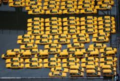 Taxis stehen in den Wassermassen in Weehawken (NJ). (Bild: Keystone)