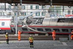 Im März kippt ein Wagen eines Eurocity-Neigezugs in Luzern um. Bei der Entgleisung wurden mehrere Personen verletzt. (Bild: URS FLUEELER (KEYSTONE))
