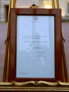 Auf dieser Urkunde wird die Geburt des Sohnes von Kate und William bestätigt. (Bild: Keystone)