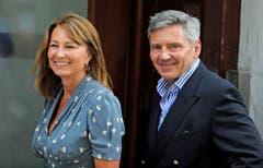 Stolze Grosseltern II: Carole und Michael Middleton auf dem Weg ins St. Mary's. (Bild: Keystone)