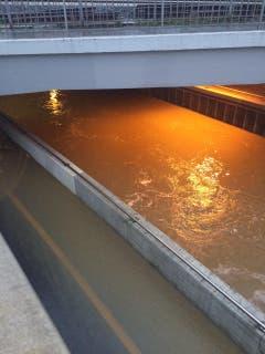 Die Unterführung in Sulgen ist neu ein Fluss. (Bild: Matthias Kohn)