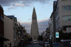 Eine Kirche im ganz speziellen Design. (Bild: Marion Loher)