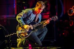 Dan Auerbach von The Black Keys auf der Sitterbühne. (Bild: Luca Linder)