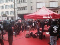 Die Linken demonstrierten auf dem roten Platz. (Bild: Ralph Ribi)