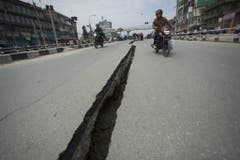 CRACK IN THE ROAD (Bild: Keystone)