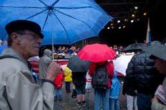 Dieser Mann liess sich vom Regen nicht abhalten. (Bild: Michel Canonica)