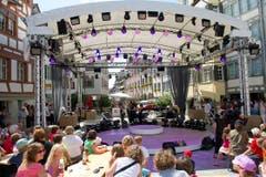 Die Showbühne mitten in der Wiler Altstadt. (Bild: Ralph Ribi)
