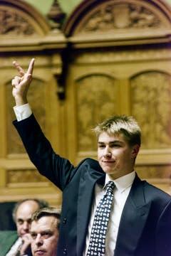 Erst 21 Jahre alt: Am 4. Dezember 1995 wird Toni Brunner als jüngstes Mitglied zum neuen Nationalrat vereidigt. (Bild: Keystone)
