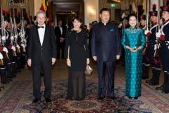 ...Bundespräsidentin Doris Leuthard mit Ehemann Roland Hausin nochmals im Bild mit Chinas Staatspräsident Xi Jinping und seine Frau Peng Liyuan. (Bild: Keystone)