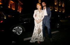 Ganz elegant: Westwood kommt mit Ehemann Andreas zur Eröffnung ihrer Boutique in Beirut im Oktober 2009. (Bild: Keystone)
