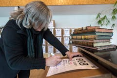 Nach der Betrachtung werden die Archivalien penibel protokolliert. (Bild: Urs Lindt)