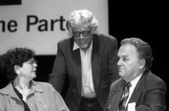 Ruth Dreifuss, Peter Bodenmann und Otto Stich am SP-Parteitag in Aarau im Oktober 1995. (Bild: Keystone)
