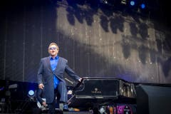 Elton John als Showman. (Bild: Urs Bucher)