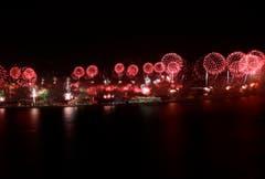 Feuerwerk über Jumeirah Palm Island in Dubai. (Bild: Keystone)