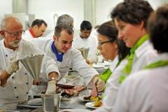 Die Küchenmannschaft im Einsatz. (Bild: Reto Martin)