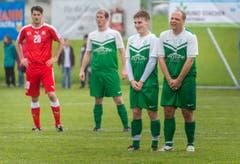 Mario Cantaluppi steht neben drei Thurgauern. (Bild: Andrea Stalder)