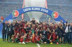 Das obligate Gruppenfoto nach jeder Europameisterschaft. (Bild: Keystone)