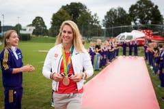 Giulia Steingruber wird nach ihrem olympischen Medaillengewinn in Gossau empfangen. (Bild: GIAN EHRENZELLER (KEYSTONE))