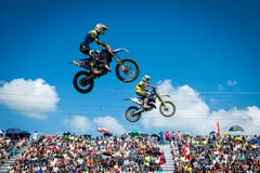 Riders during the second race in the EMX 125 class of the Motocross MXGP Grand Prix on Sunday, August 7, 2016, in Frauenfeld, Switzerland. (KEYSTONE/Benjamin Manser) (Bild: Benjamin Manser)