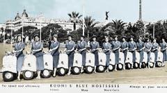 """Ein Werbeplakat von 1948 zeigt die """"Blue Hostessen"""" des Schweizer Reiseveranstalters Kuoni mit Motorollern. (Bild: Keystone)"""