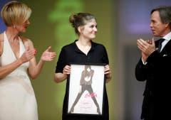 Unterstützt auch den Nachwuchs: Die Gewinnerin des Schweizer Annabelle Fashion Awards, Caroline Casanovas, durfte ein Jahr lang bei Tommy Hilfer arbeiten. (Bild: Keystone)