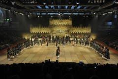Die Darbietungen finden nicht auf einer Bühne, sondern im Rahmen von Paraden statt. (Bild: Hanspeter Schiess)