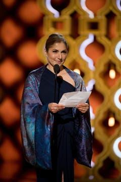 Anousheh Ansari nahm den Oscar für «The Salesman» entgegen, den Besten fremdsprachigen Film. Der Schweizer Animationsfilm «Ma vie de courgette» ging leer aus. (Bild: Aaron Poole/Keystone)