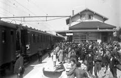 Fest an den Gleisen der neu elektrifizierten Bundesbahn. (Bild: Archiv Martin Sax)