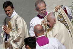 Auch der Papst litt unter der Sommerhitze. (Bild: FABIO FRUSTACI (EPA ANSA))