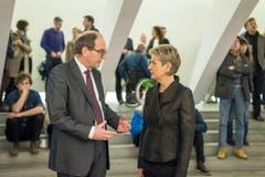 Bruno Damann unterhält sich mit Karin Keller-Sutter. (Bild: Michel Canonica)