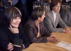 Micheline Calmy-Rey wurde 2002 mit Ruth Lüthi (r.) als Bundesratskandidatin nominiert - in der Mitte SP-Fraktionspräsidentin Hildegard Fässler. (Bild: Keystone)