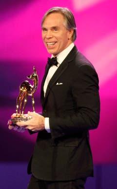 Auch ein Medienpreis darf nicht fehlen: Der amerikanische Modedesigner mit Schweizer Wurzeln wurde im November 2008 mit dem Bambi ausgezeichnet. (Bild: Keystone)