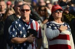 """Trump Supporter warten auf die """"Make America Great Again! Welcome Celebration"""" beim Lincoln Memorial. (Bild: Keystone)"""