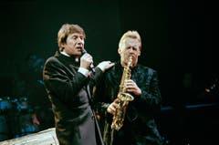Zwei, die sich durchs Leben begleiten: Udo Jürgens und Bandleader Pepe Lienhard im Februar 1997. (Bild: Keystone)