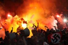 Insbesondere in Russland gelten viele Anhänger als nationalistisch und rechts. Im Herbst 2013 beispielsweise war diese Hakenkreuzflagge in der Fankurve von Spartak Moskau zu sehen. (Bild: Keystone)