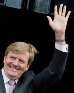 Kronprinz Willem-Alexander winkt der Menge zu. (Bild: Keystone)