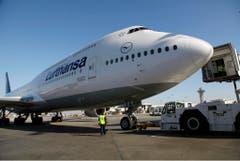 Das neueste Jumbo-Modell: Eine Boeing 747-8 der deutschen Fluggesellschaft Lufthansa am Flughafen von Los Angeles. (Bild: Keystone)