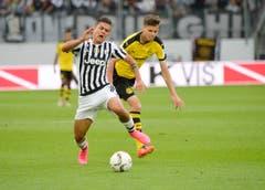 Im Bild Juve-Spieler Paulo Dybala und der Dortmunder Julian Weigl. (Bild: Ralph Ribi)