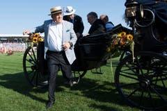 Bundespräsident Johann Schneider-Ammann reist per Kutsche an. (Bild: Keystone / Jean-Christophe Bott)