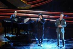 Einer seiner letzten Auftritte: Am 16.2.2012 am San Remo Music Festival mit Pierdavide Carone (m.) und Mads Langer (r.). (Bild: Imago)