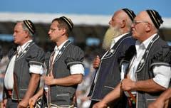 In der Pracht der Tracht: Zurechtgemachte Männer … (Bild: Swiss Images / Michael Buholzer)