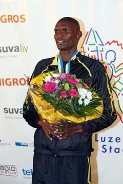 Patrick Mugur Ereng gewinnt das Elite Rennen der Männer am Luzerner Stadtlauf (Bild: Philipp Schmidli / Neue LZ)