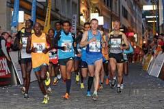 Spitzenfeld beim Elite Rennen der Männer am Luzerner Stadtlauf (Bild: Philipp Schmidli / Neue LZ)