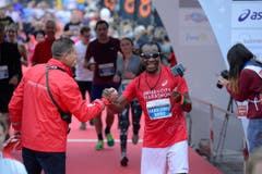 Die Läuferinnen und Läufer sind unterwegs (Bild: Dominik Wunderli/LZ)