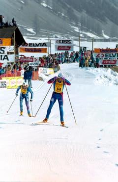 1994: Herve Balland läft den Streckenrekord von 1:16 Stunden. Die Zeit wird nie mehr erreicht: Die spätere Zielverlegung von Zuoz nach S-chanf 1998 und eine Streckenänderung im Stazerwald 2004 machen den Lauf langsamer. 1:30er-Siegerzeiten sind seither die Regel. (Bild: Keystone)