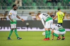 Enttäuschung beim FC St. Gallen mit Nzuzi Toko (links) nach der Niederlage gegen Thun. (Bild: Urs Bucher)