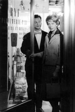 Walter Roderer und Olga Gebhardt, aufgenommen 1959 in einer Szene des Erfolgsfilms «Der Mustergatte» unter der Regie von Karl Suter. (Bild: Keystone 7 Str.)