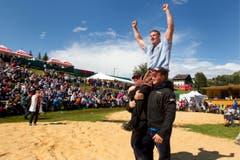 Erster und einziger Sieg am Schwing- und Älplerfest 2011 auf der Rigi, im Schlussgang gegen Franz Föhn. (Bild: Alessandro della Bella / Keystone)