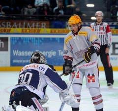 EV Zug Goalie Jussi Markkanen und Tony Salmelainen. (Bild: Keystone)